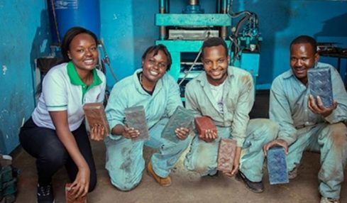 From plastic to bricks – Young engineers in Kenya paves the way