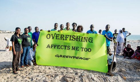 "Experts find West African fishing agreement ""full of flaws."""