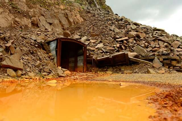 Searching for cheap technology to purify contaminated mine water